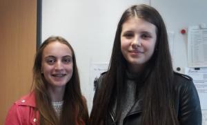 Lea Cecchino (jetzt Klasse 10aR) und rechts Kim Emden-Weinert (jetzt 9aH)